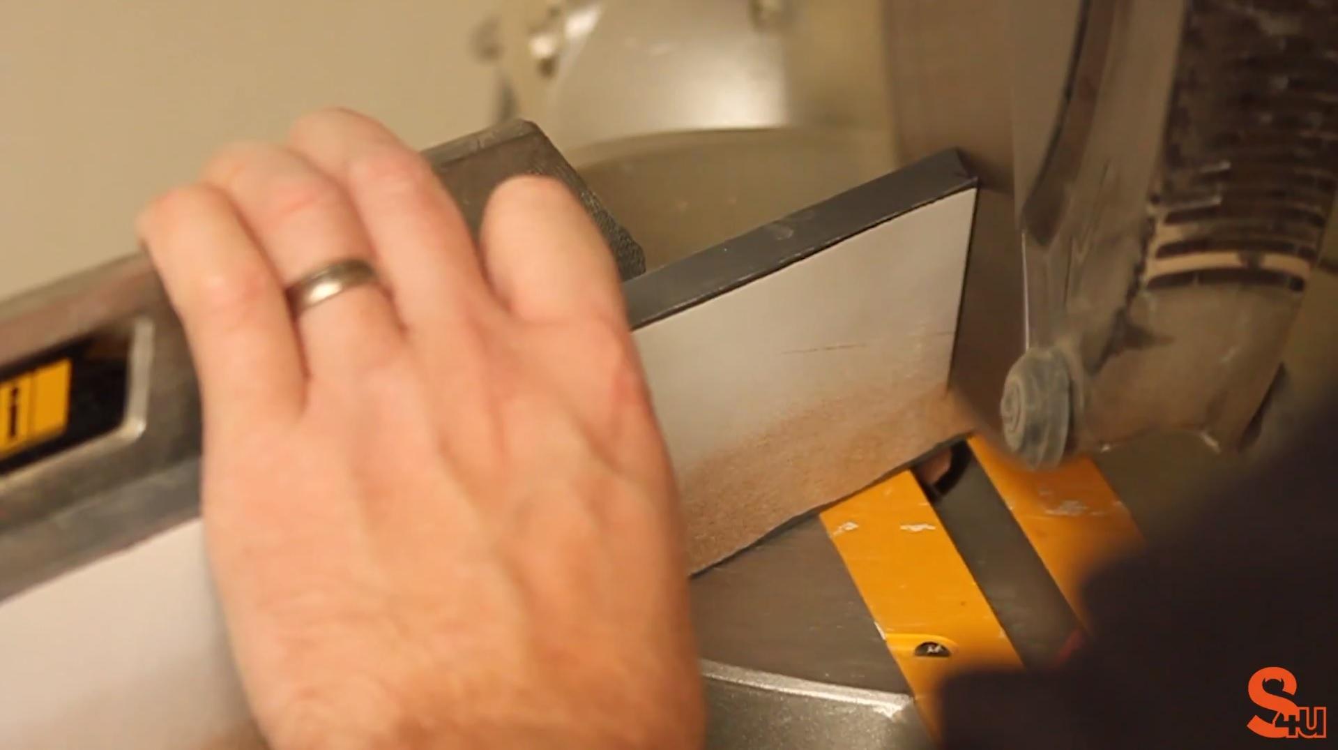 cutting external mitre joint