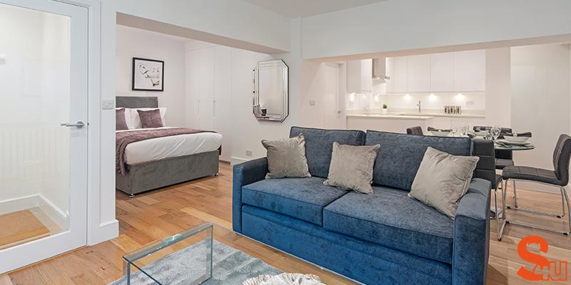 modern skirting board photo of room